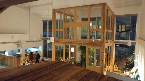 Ausblick vom 1. Stock des Holzhauses im Aufenthaltsraum des Star Hostel Taipei Main Station